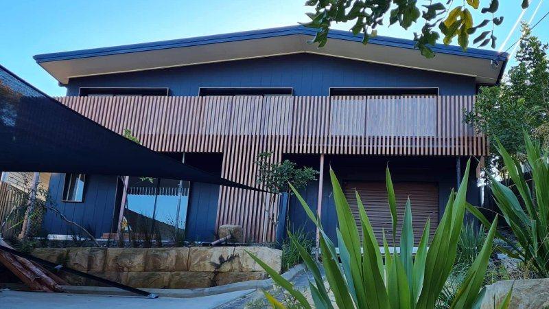 batten-style-balustrades-house-facade